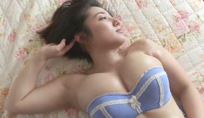 紗綾 凄いボリュームのおっぱいを脇見せアピール